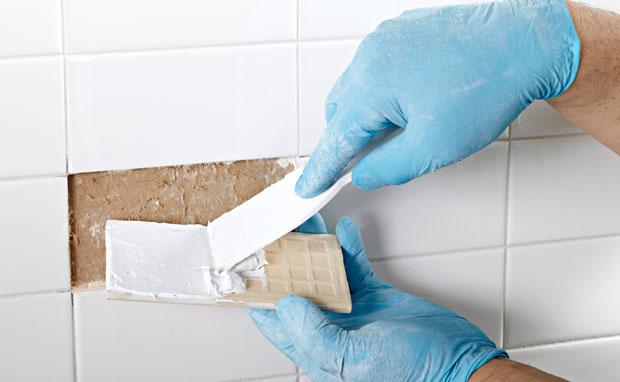 Огрехи отделки: как поставить на место выпавшую кафельную плитку