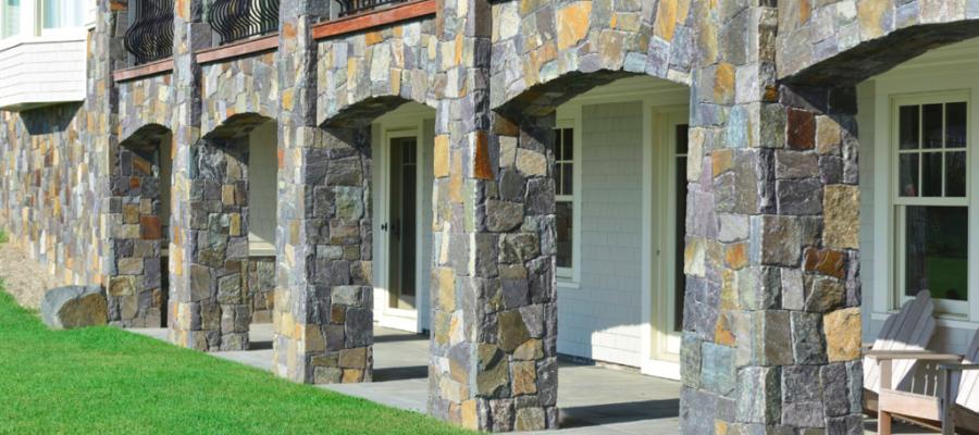 Фасадный камень в облицовке