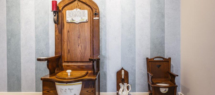 В чем разница между современными и антикварными туалетами