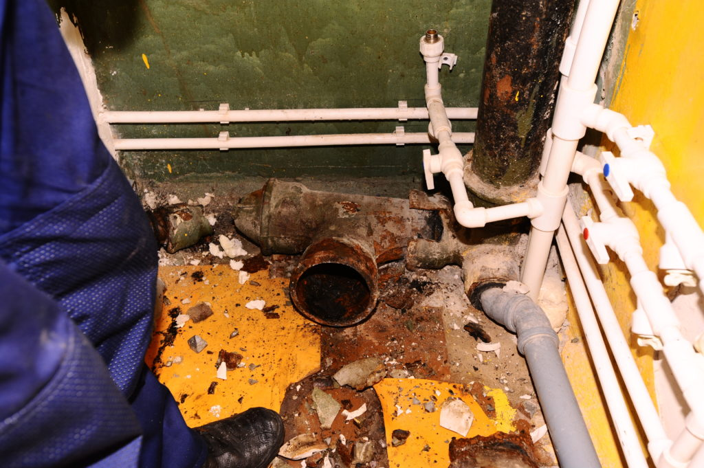 Демонтаж канализационных труб
